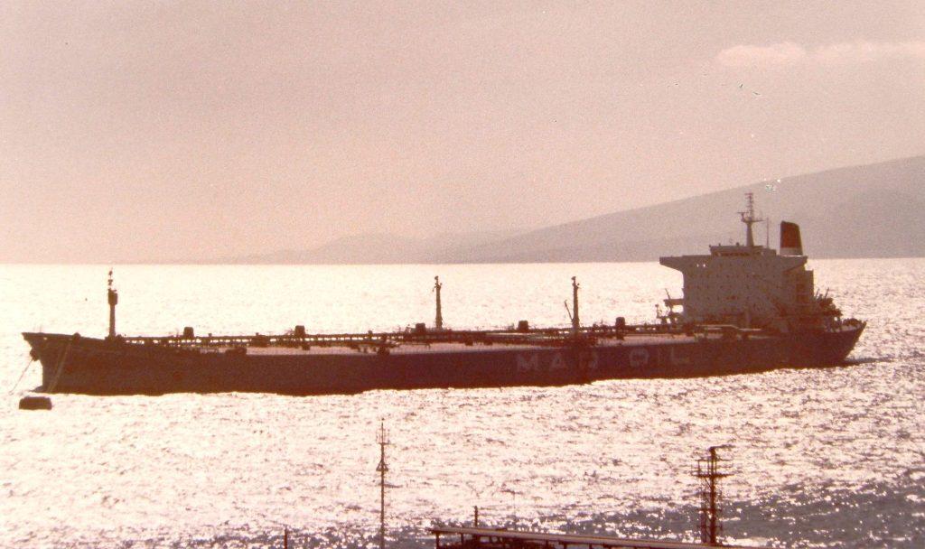 A contraluz, en su primera descarga para CEPSA en Santa Cruz de Tenerife