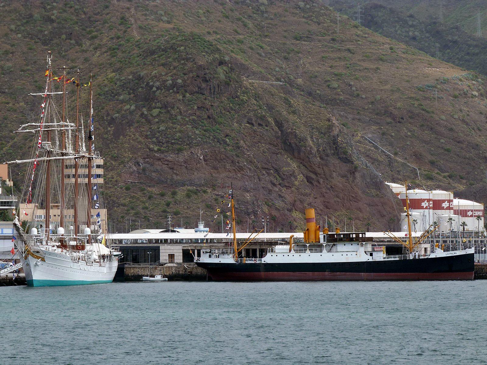 Dos épocas de la navegación coinciden en el puerto de Santa Cruz de Tenerife