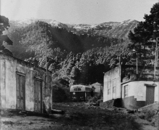 Parada y descanso de la guagua en Roque de Faro