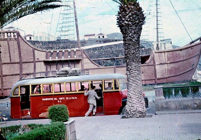 Guagua del servicio urbano de la capital palmera en la Alameda