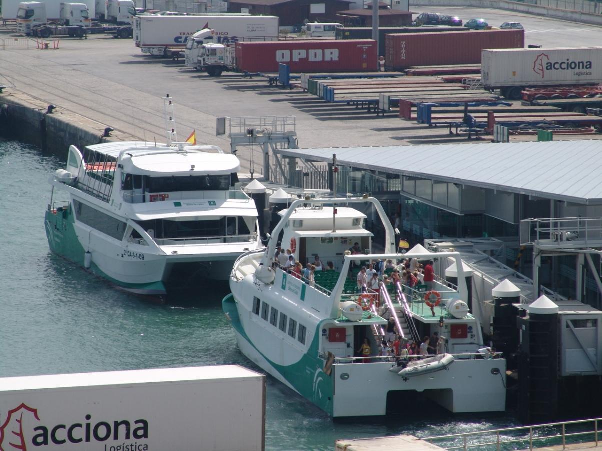 Las embarcaciones del servicio marítimo del Consorcio Metropolitano de Transportes de la Bahía de Cádiz prestan un servicio eficaz