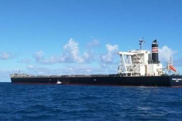 """El buque """"Frontier Lodestar"""", visto por la banda de babor"""
