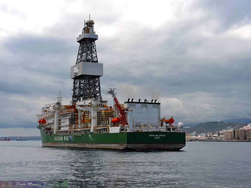 """El buque perforador """"Ocean Rig Apollo"""", a su llegada ayer al puerto de Las Palmas de Gran Canaria"""