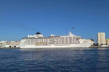 """""""The World"""", esta mañana, a su llegada al puerto de Cádiz"""