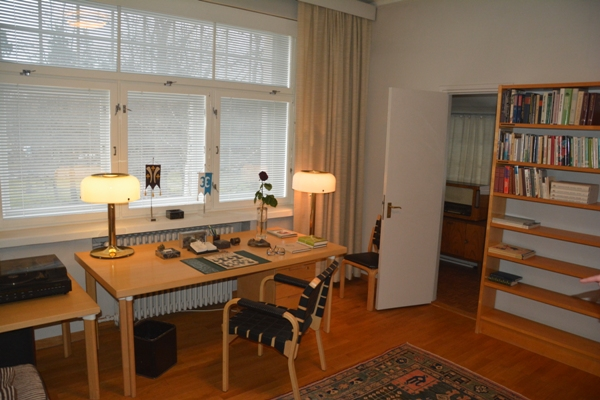 Una de las habitaciones de la planta baja de Tamminiemi