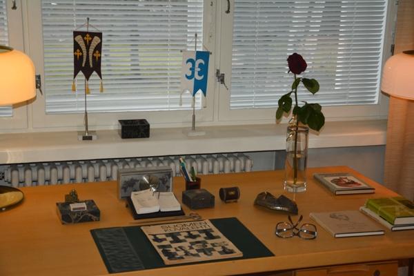Las gafas de Kekkonen, entre los objetos mostrados en esta mesa