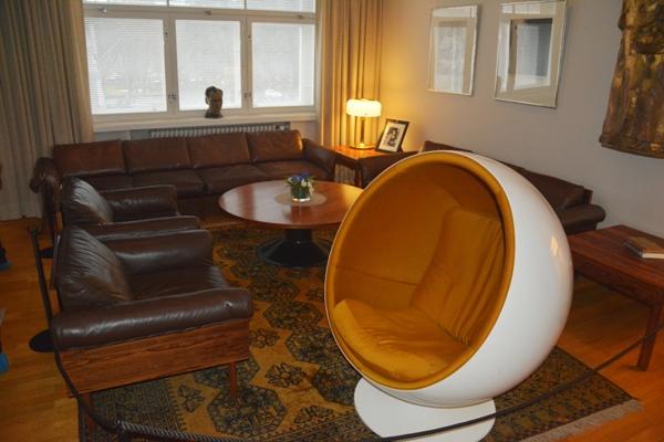 El diseño finlandés en los muebles de la época está presente en este rincón del edificio