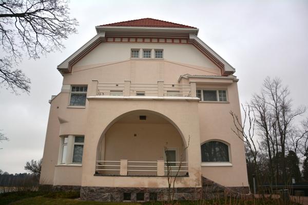Vista lateral de la residencia oficial Tamminiemi