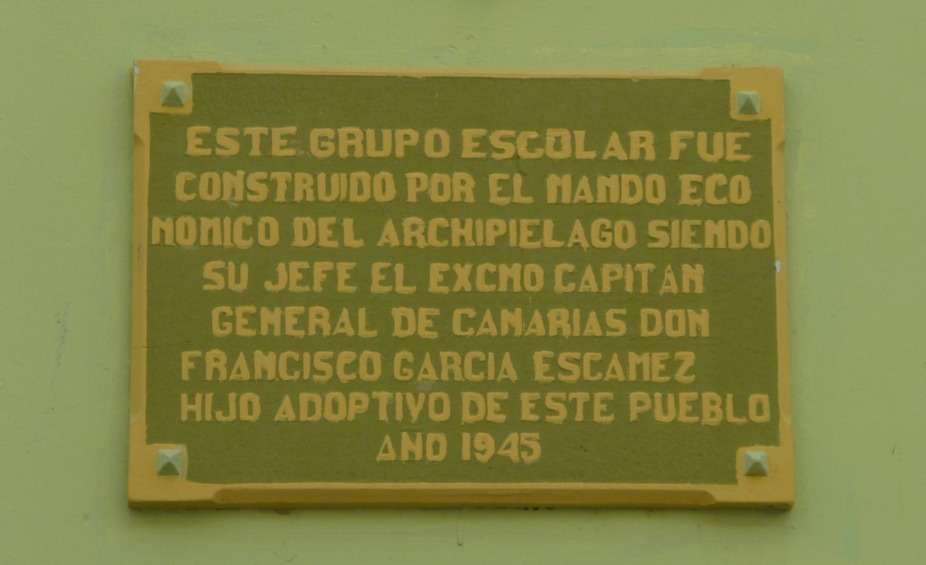 Placa conmemorativa del Grupo Escolar de Las Indias