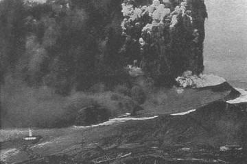 El volcán Capelinhos, en plena erupción