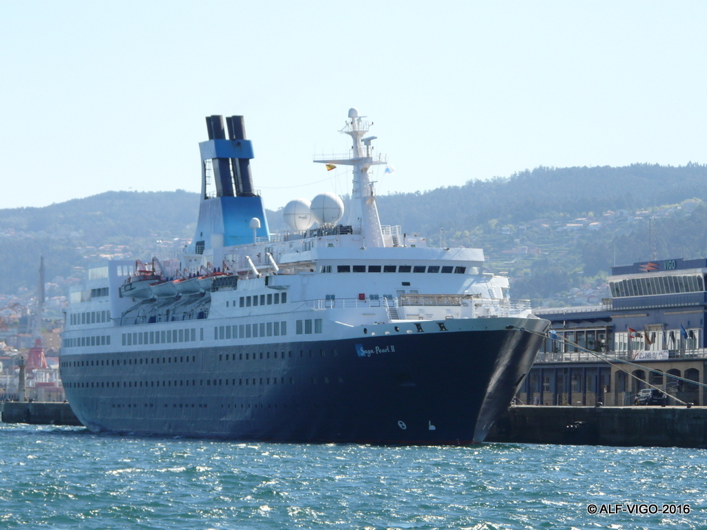 """El buque """"Saga Pearl II"""", atracado en el puerto de Vigo"""