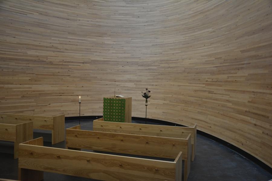 Los tableros de abeto han sido tratados acústicamente con cera de madera