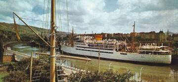 """El buque """"Dómine"""", atracado en el puerto de Bilbao"""