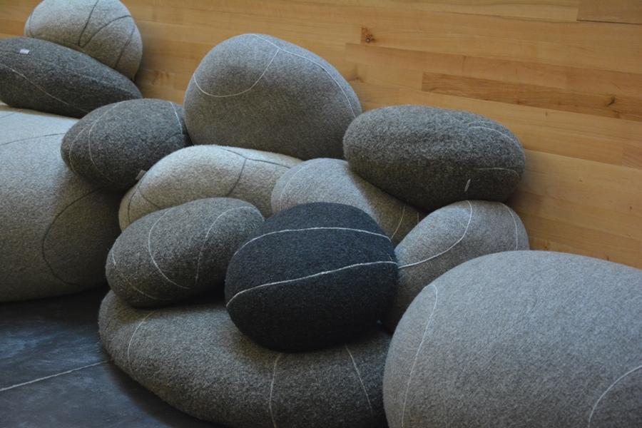 Este conjunto de piedras aglutina lo humano en la quietud del recinto