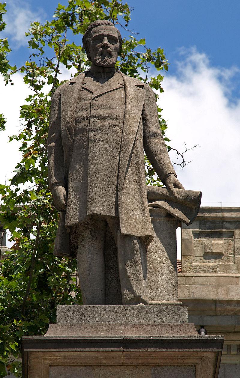 Estatua en memoria de Antonio López, en Barcelona
