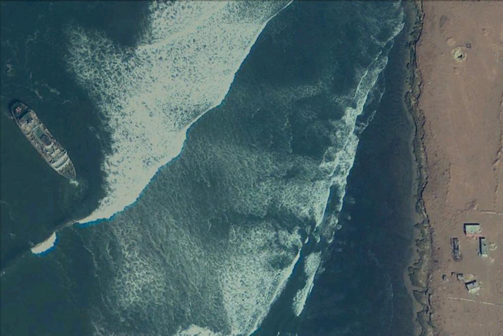 """El buque """"Assalama"""", a vista de satélite en su varada"""