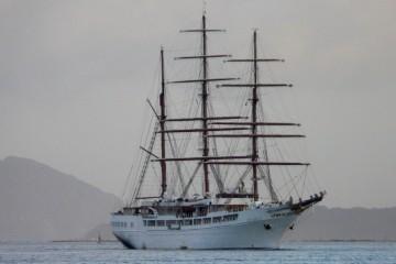 """El yate """"Sea Cloud II"""", con el aparejo aferrado, a su llegada a Vigo"""