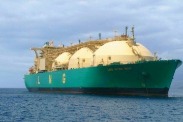 "El buque metanero ""LNG Akwa Ibom"", visto por la amura de estribor"