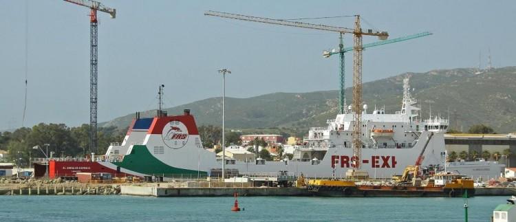 """El buque """"Al Andalus Express"""", varado en el dique seco de Cernaval"""
