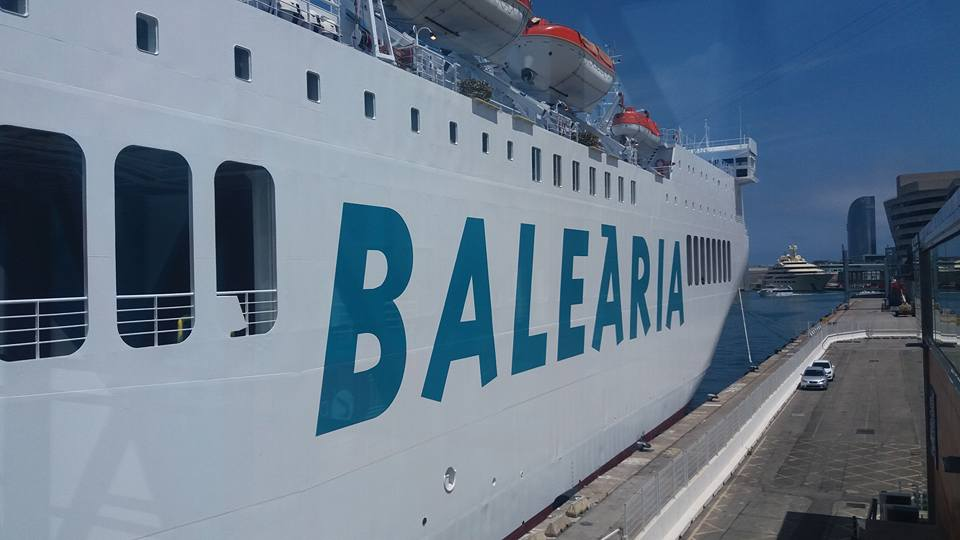 El buque tiene su base en el puerto de Barcelona