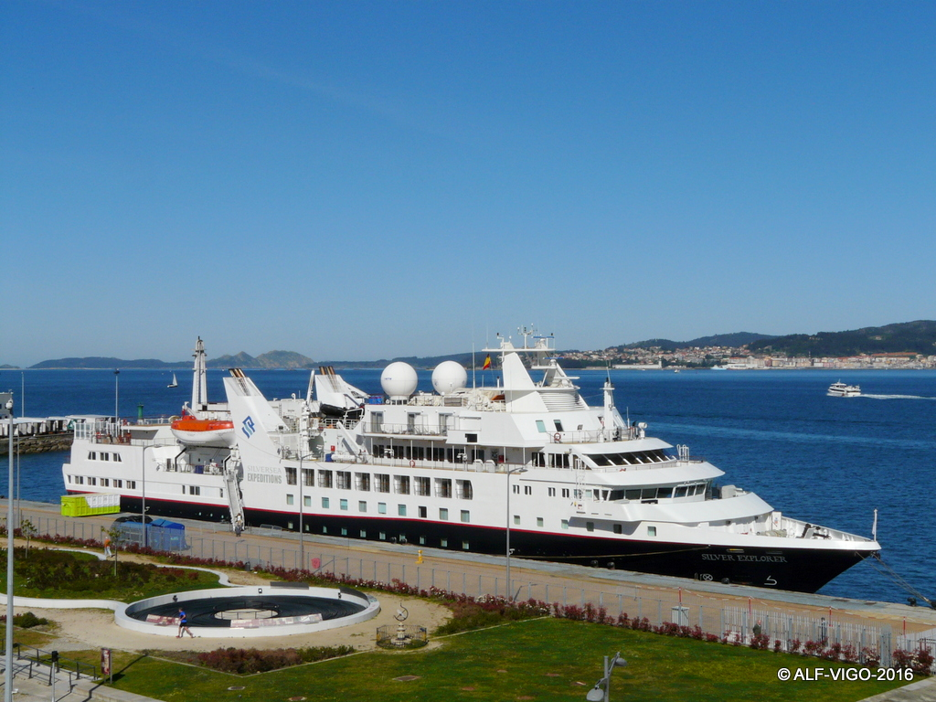 El buque tiene la apariencia de un gran yate