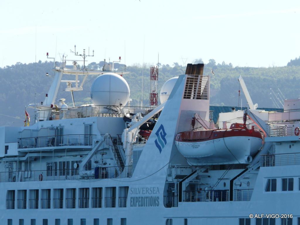 Es un buque de proyecto finlandés, adaptado posteriormente para turismo de exploración