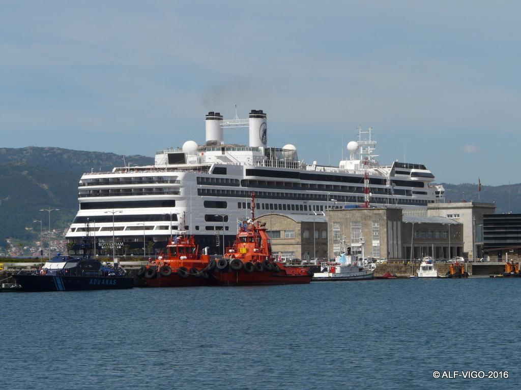 """El buque """"Rotterdam"""", protagonista en el puerto de vigo"""