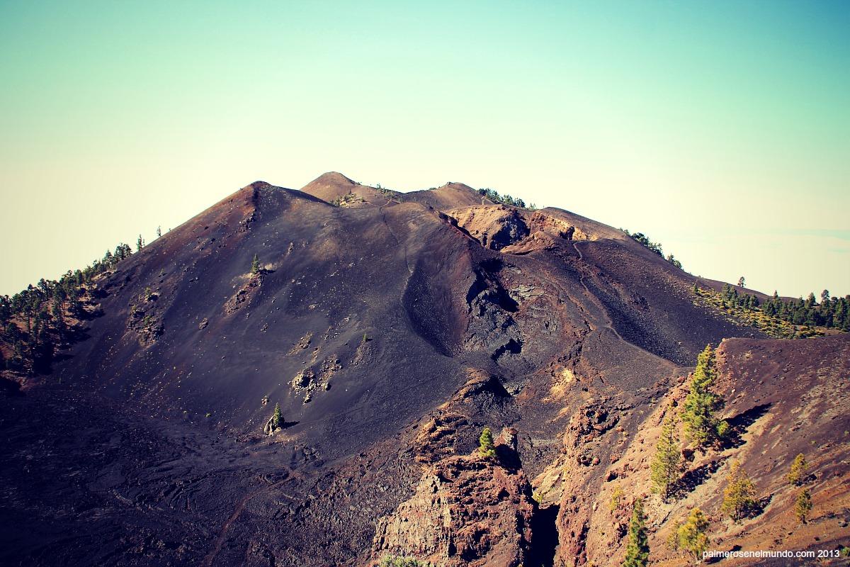 Panorámica de los cráteres de la erupción del volcán de San Juan