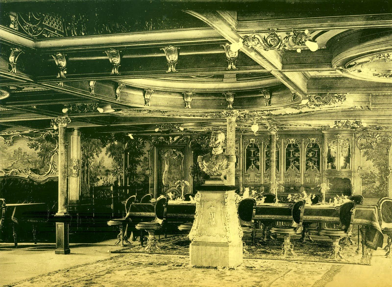 """El busto del monarca, en el salón de primera clase del trasatlántico """"Alfonso XII"""""""