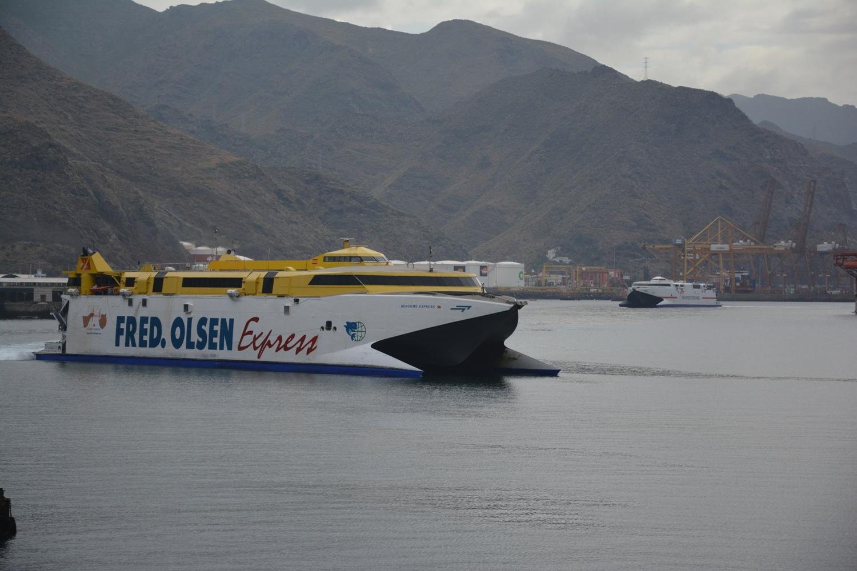 """A la llegada coincidieron los catamaranes """"Bencomo Express"""" y """"Alborán"""""""