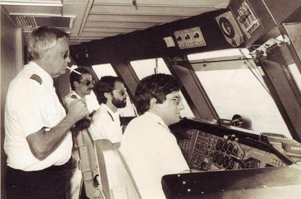 """Lorrin F. Thurston, José María Real, Lorenzo Suárez y Julio Bonis en el puente de mando del jet-foil """"Princesa Voladora"""""""