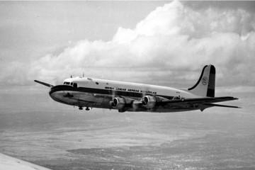 Douglas DC-4 de Iberia en vuelo