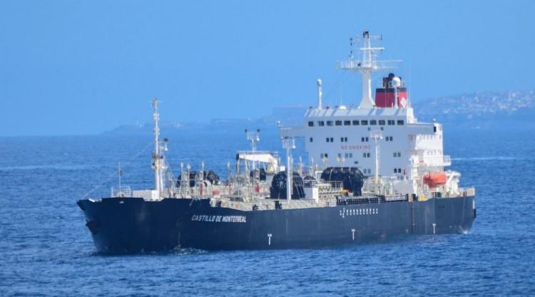 """El petrolero """"Castillo de Monterreal"""", en fondeo en Las Palmas de Gran Canaria"""