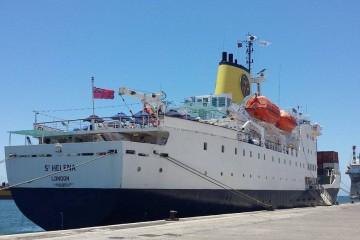 """El buque RMS """"St. Helena"""", atracado en el puerto tinerfeño"""