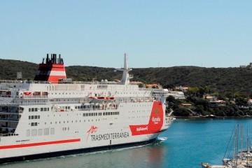 """El buque """"Snav Adriático"""", en el puerto de Mahón"""
