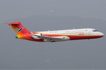 Prototipo del avión regional chino ARJ21 en vuelo