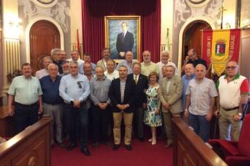 """El grupo de """"trasatlánticos"""" y el alcalde de Badajoz, Francisco Javier Fragoso"""