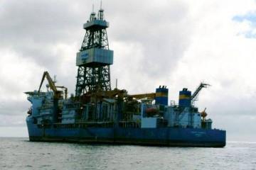 """El buque perforador """"Pacific Scirocco·"""", fondeado en Santa Cruz de Tenerife"""