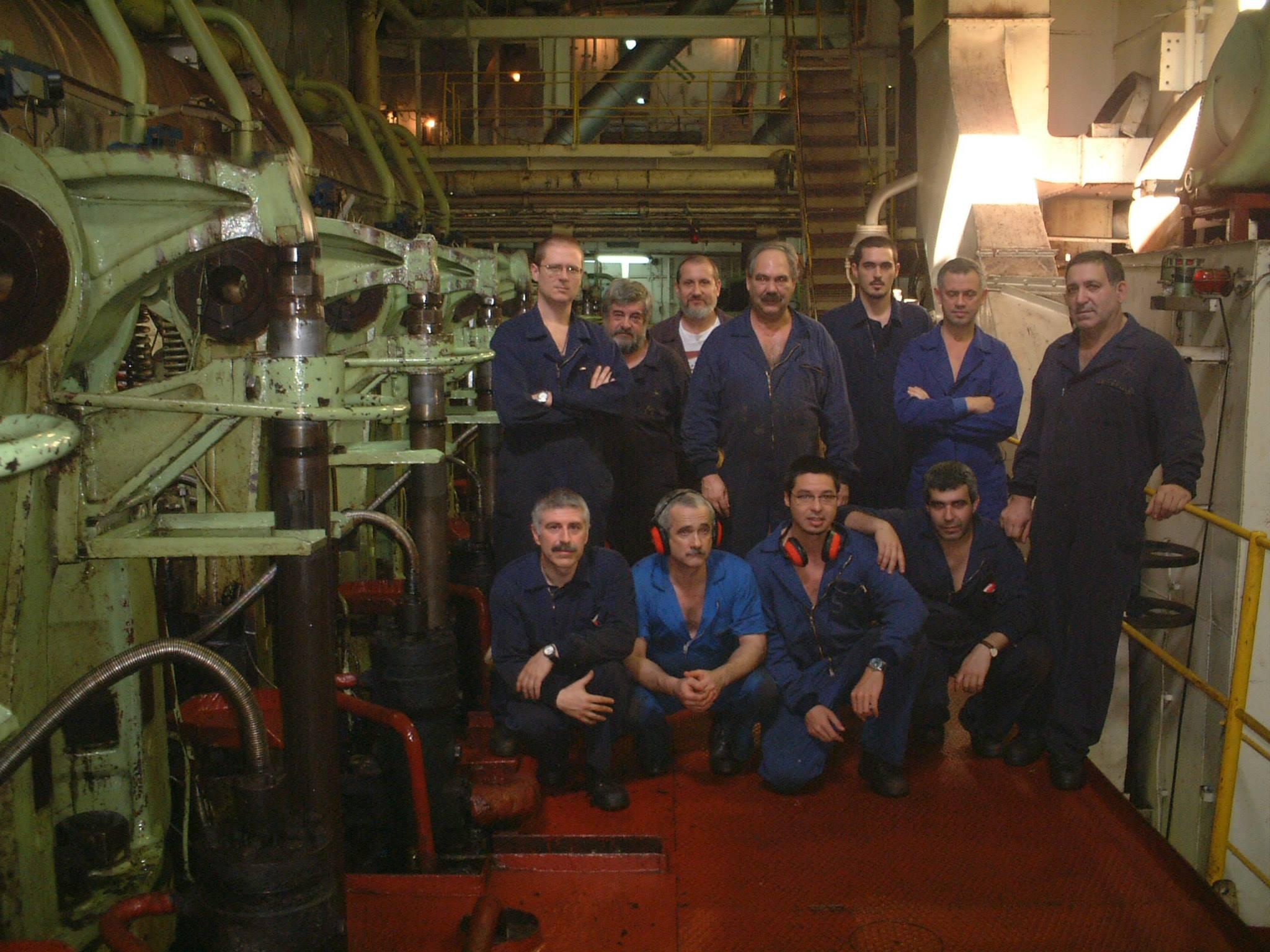 """Personal de máquinas del último viaje del buque """"Castillo de Quermensó"""""""