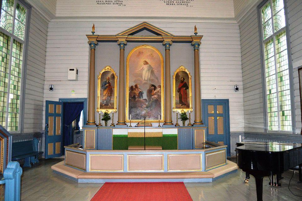 Altar mayor. La pintura central es obra de Aleksandra Frosterus-Såltin (1885)