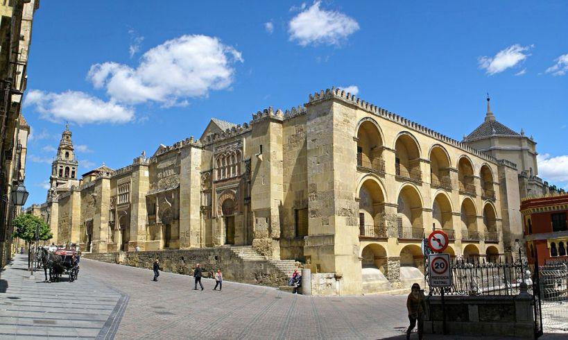 """Muro exterior de la """"qibla"""" de la mezquita de Córdoba. Esquina suroeste"""