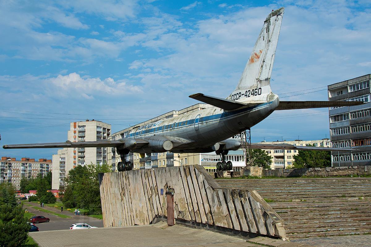 El mismo avión, en estado de abandono, expuesto en la ciudad de Ulyanovk