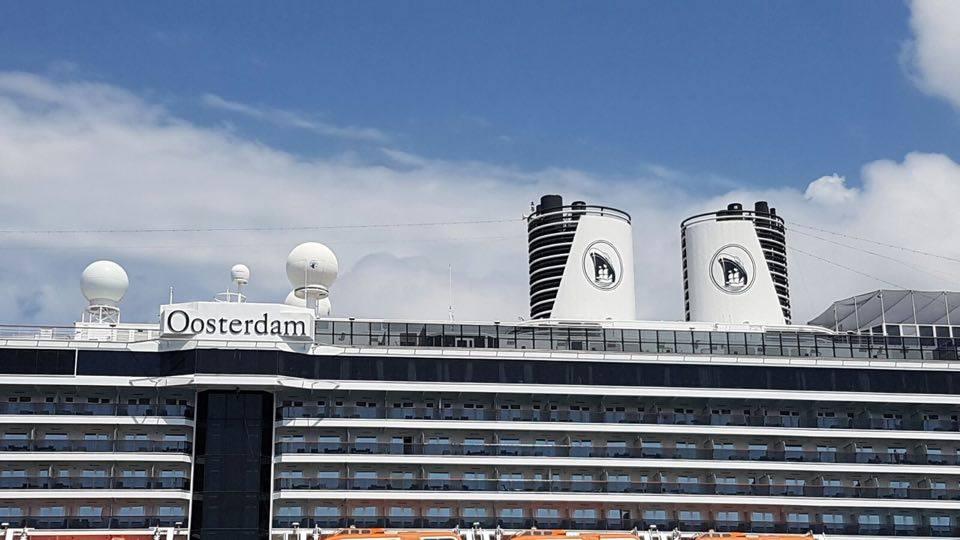 Las chimeneas gemelas son un distintivo de los buques de esta serie