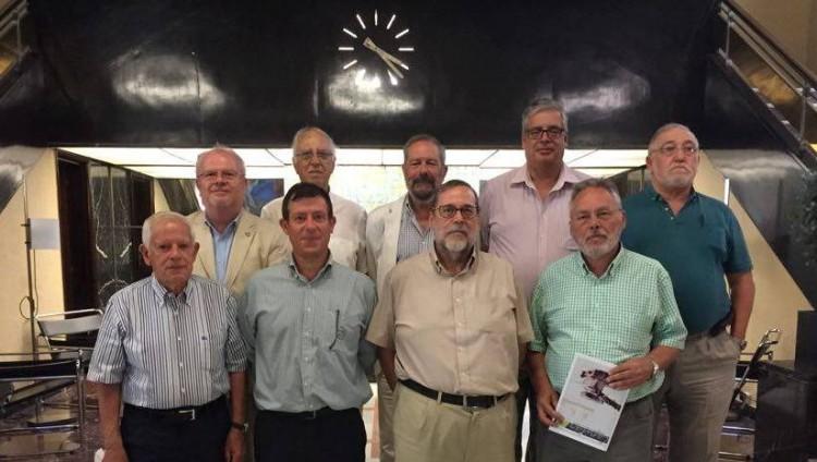Foto de familia de los académicos asistentes al encuentro de hoy en el Casino de Tenerife