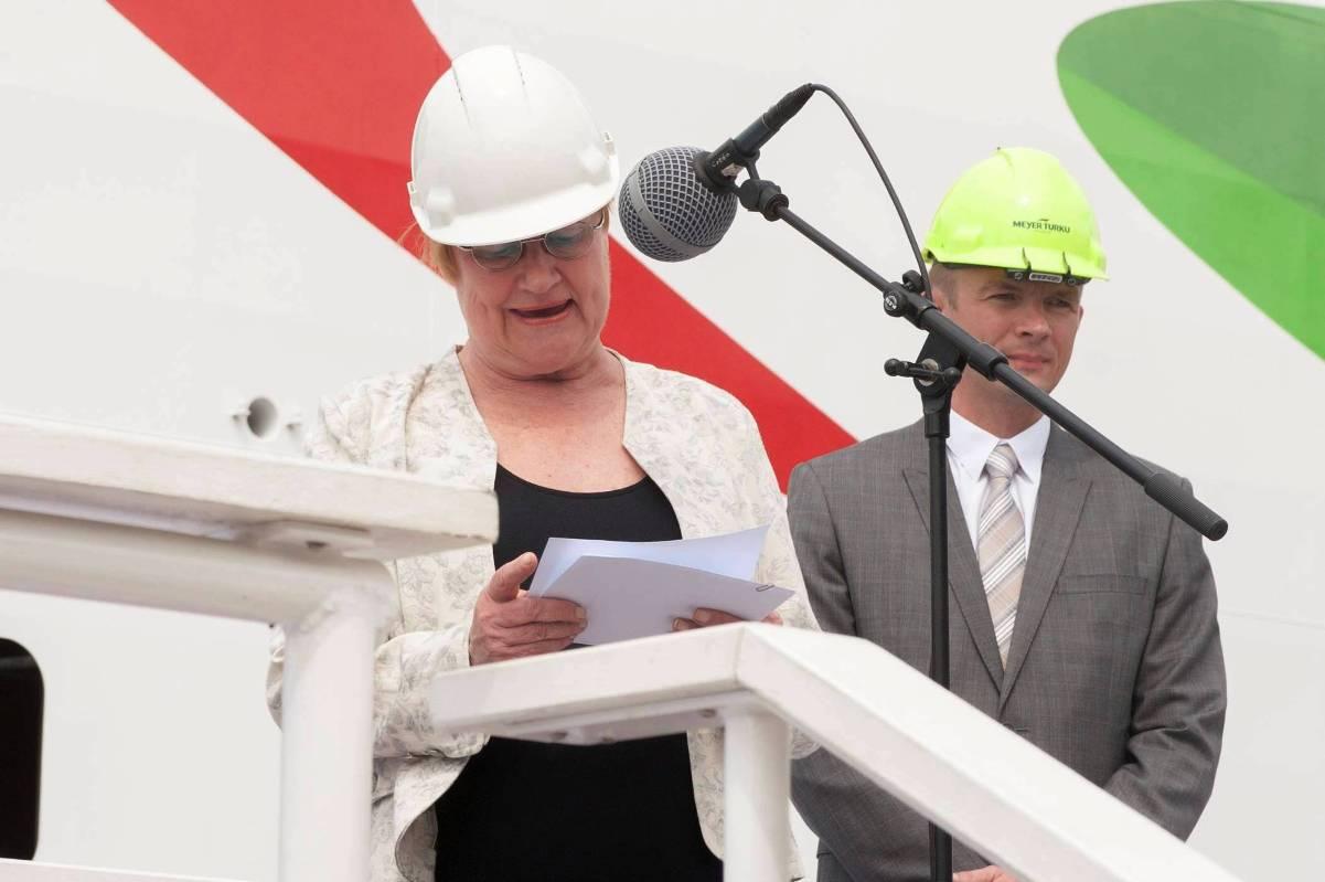 Tarja Halonen, ex presidenta de Finlandia, ha sido la madrina del nuevo buque