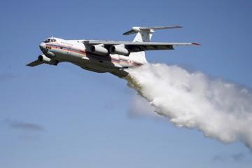 El avión  bombero Il-76 está considerado el mayor del mundo en su clase