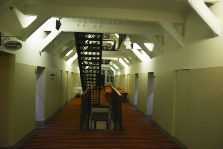 Las galerías de acceso a las celdas llevan hoy a las habitaciones