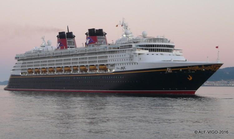 """El buque """"Disney Magic"""", a su llegada a Vigo"""