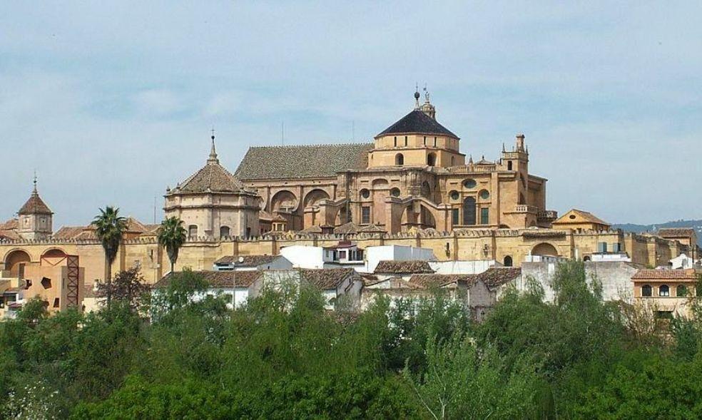 Aspecto exterior del conjunto monumental de la mezquita-catedral de Córdoba