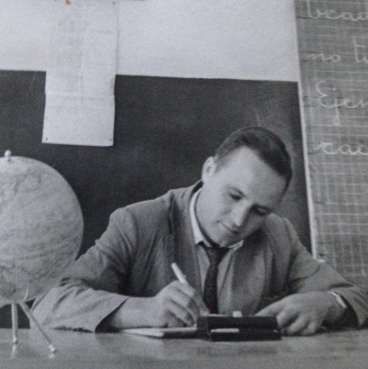 Raúl Quintana Torres, en su clase de la escuela unitaria de Las Indias